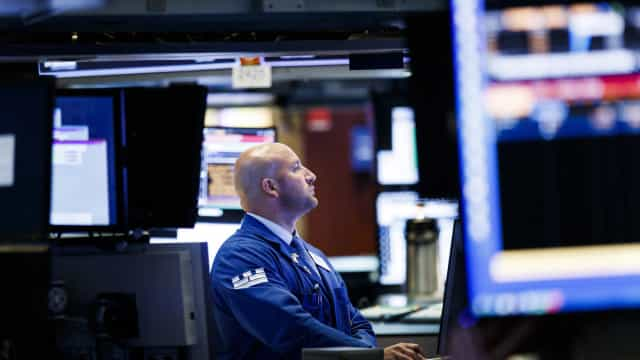 Wall Street fecha em alta com recordes do Dow Jones e S&P500