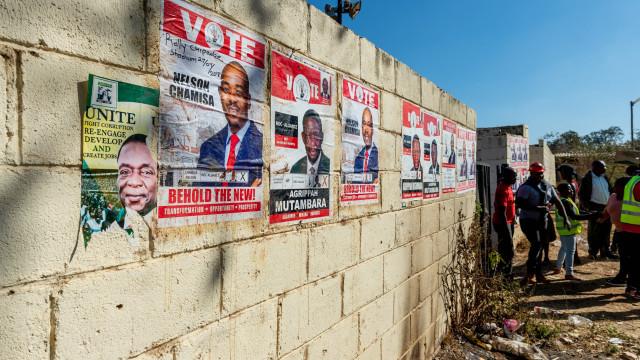 Mais de cinco milhões votam hoje no próximo Presidente do Zimbabué