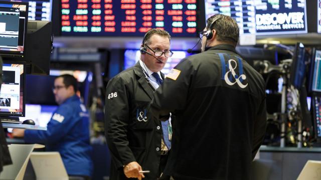 Bolsa de Nova Iorque encerra em alta com Dow Jones a subir 0,44%