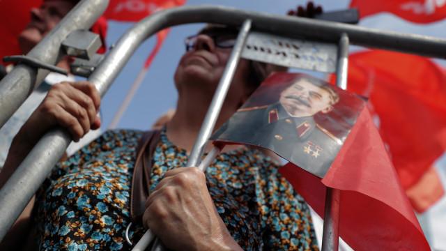 Milhares de russos manifestam-se contra aumento da idade da reforma