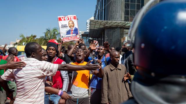 Confrontos pós-eleitorais causam um morto no Zimbabué