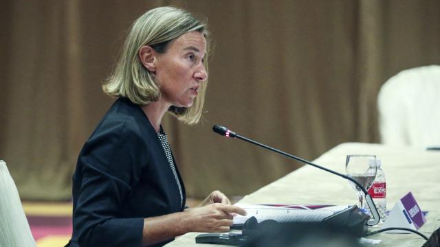 Mogherini defende necessidade de preservar relações comerciais com o Irão