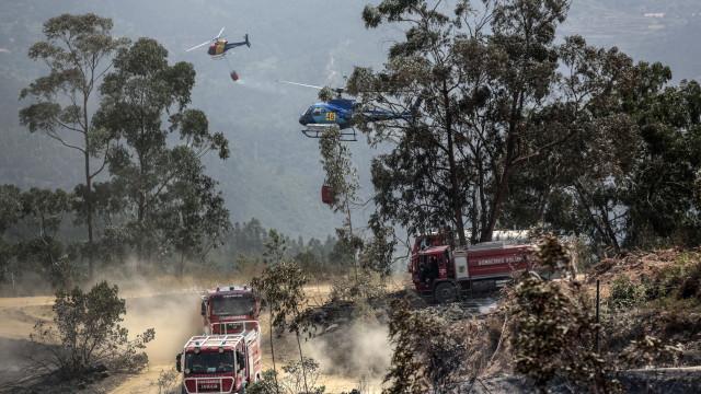 Fogo em Monchique já obrigou a evacuar aldeia em Odemira, no Alentejo