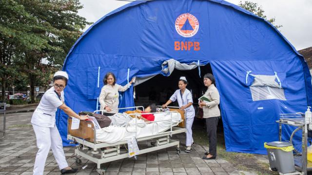 Novo balanço aponta para mais de 140 mortos em sismos na Indonésia