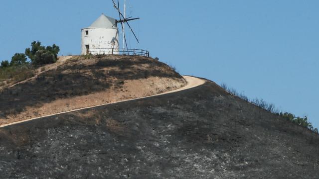 Reino Unido aconselha turistas a evitarem zonas de fogos no Algarve