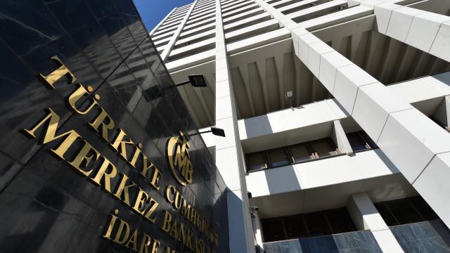 """Lira turca com recuperação ligeira depois de """"colapso"""" na 2.ª feira"""