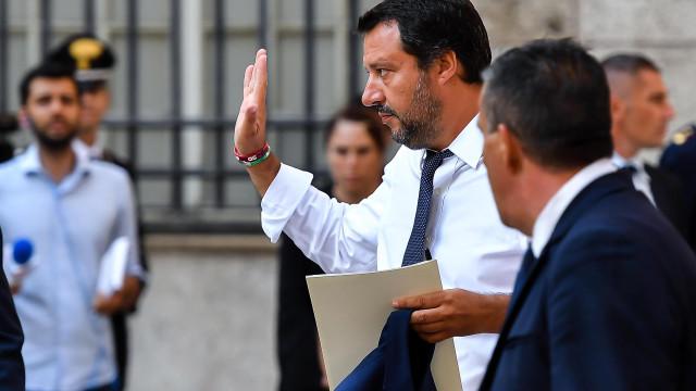 Salvini acusa França de recusar 48.000 imigrantes na fronteira italiana