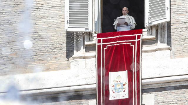 Arcebispo de Dublin pede a papa que fale abertamente do passado da Igreja