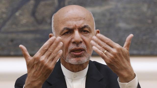 Presidente afegão anuncia cessar-fogo de três meses com talibãs