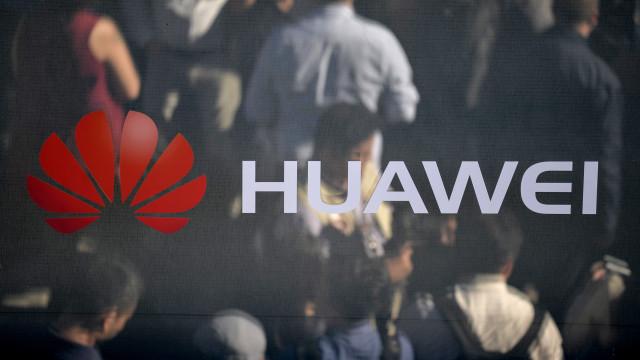Diretora financeira da Huawei libertada sob fiança