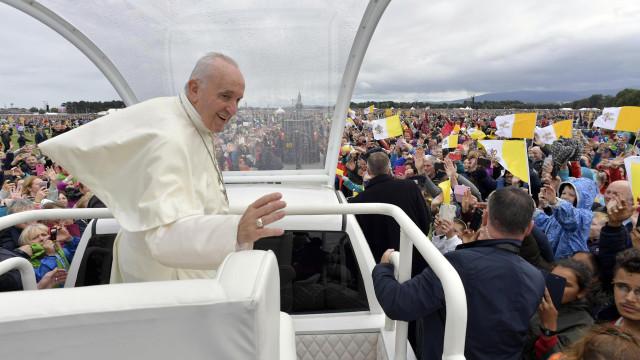 """Papa pede a fiéis para ajudarem a construir """"uma única família humana"""""""