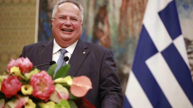 Ministro demite-se após desentendimento sobre acordo com Macedónia