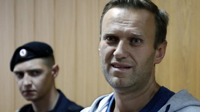 Opositor russo Alexei Navalny condenado a 20 dias de prisão
