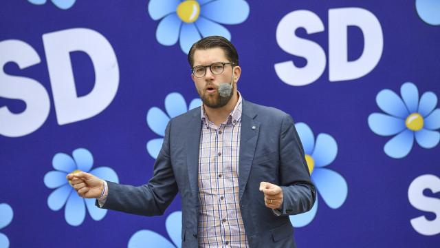"""Líder da extrema-direita sueca ameaçado. """"Vamos decapitar-te"""""""