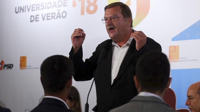 """Carlos Silva diz que austeridade """"não acabou"""" e pede redução do IRS"""