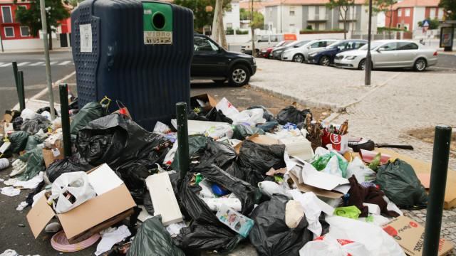 Moradores queixam-se do lixo em Lisboa e pedem coimas para os infratores