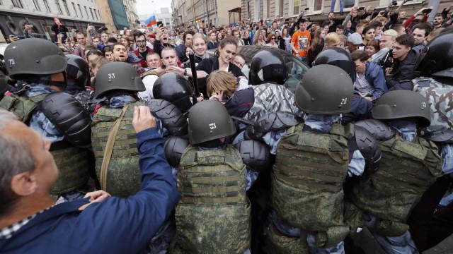 Mais de mil pessoas detidas na Rússia em manifestações contra o governo