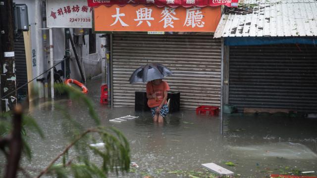 Macau cancela alerta de inundações e atualiza balanço de feridos em tufão