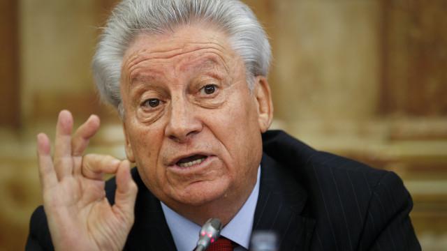 José Penedos rejeita responsabilidades nos CAE e nos CMEC