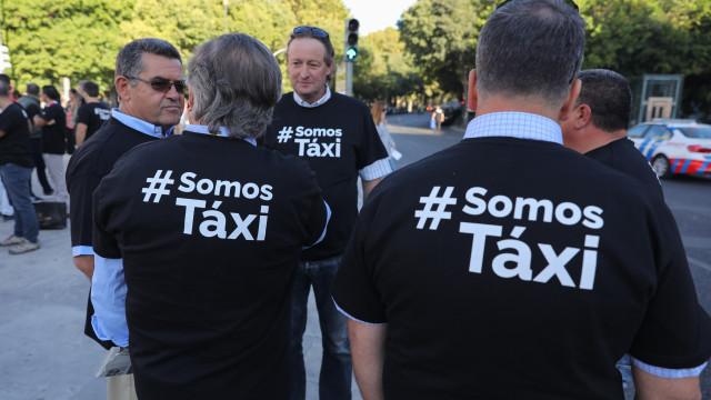 """""""Costa urgente, ouve o nosso presidente"""" é novo apelo dos taxistas"""