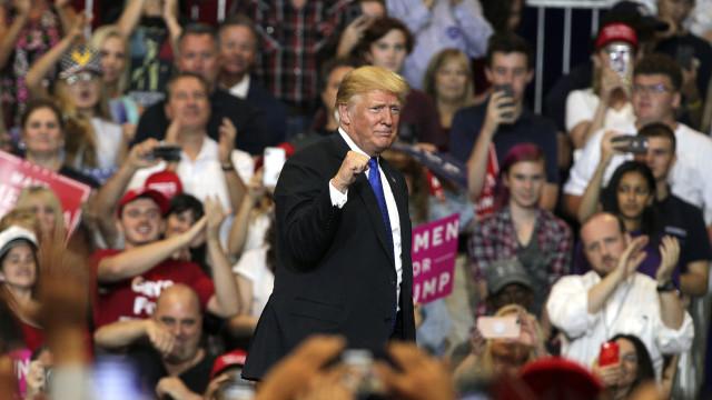 """Trump promete segunda cimeira com Kim """"muito brevemente"""""""