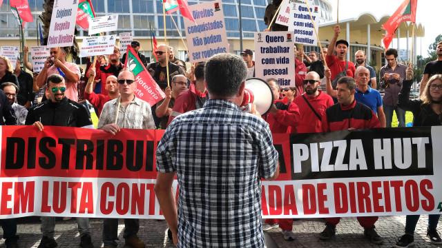 Trabalhadores da Ibersol em greve por melhores salários e condições