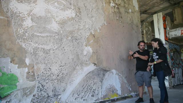 Vhils homenageou ativista brasileira Marielle Franco com mural em Lisboa
