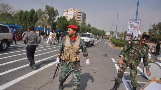 Estado Islâmico reivindica ataque em desfile militar no Irão