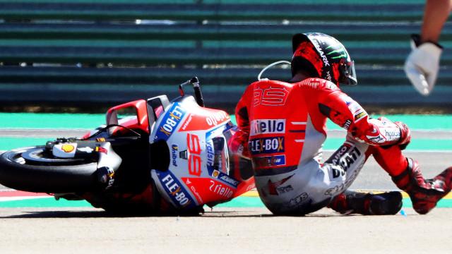 Lorenzo falha duas provas de MotoGP devido a fissura no pulso esquerdo