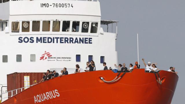 Portugal vai acolher dez dos 58 migrantes que estão no navio Aquarius