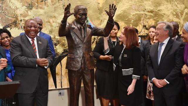 ONU coloca estátua de Nelson Mandela na sua sede