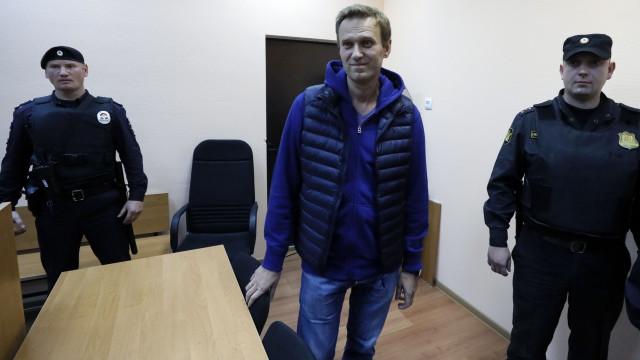 Libertado opositor russo Alexei Navalny após mês e meio na prisão