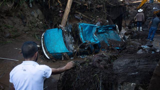 Sete mortos e cinco desaparecidos em enxurrada no México