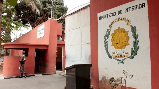 Prisão de Filomeno dos Santos leva curiosos incrédulos à cadeia
