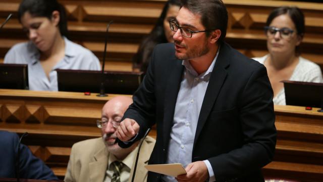 PCP avança para apreciação parlamentar da descentralização de PS/PSD
