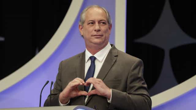 Ciro Gomes diz que Bolsonaro usa atestado falso para não ir a debate