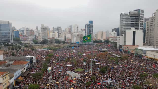 Milhares protestaram contra Bolsonaro nas duas maiores cidades do Brasil