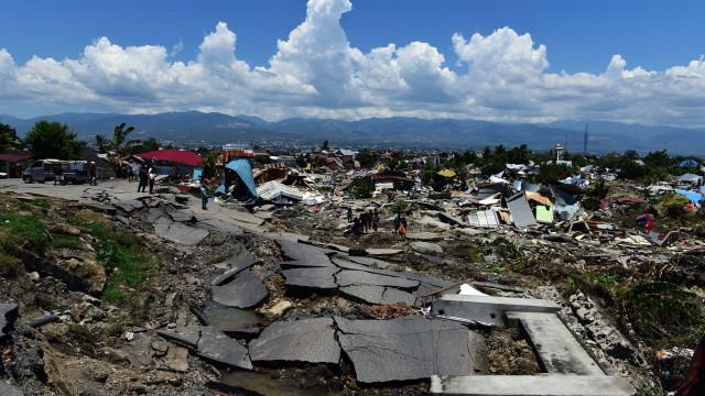 UE avança com 1,5 milhões para ajudar vítimas de tsunami na Indonésia