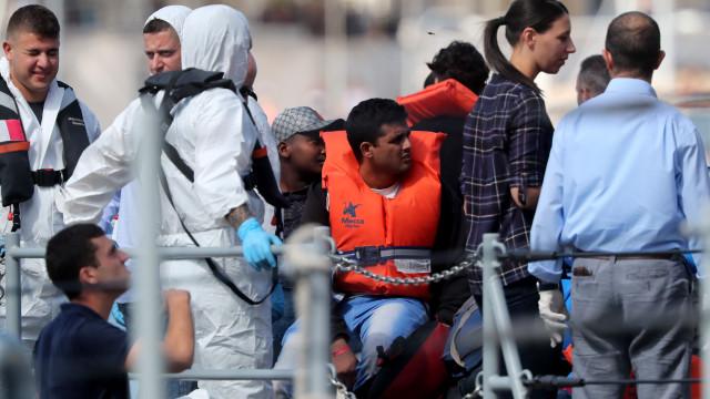 Grupo de 58 migrantes do navio Aquarius já desembarcou em Malta