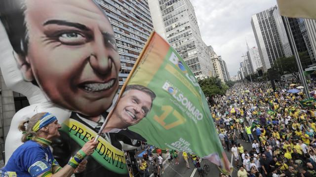Sondagem: Bolsonaro volta a crescer e lidera com 31% dos votos