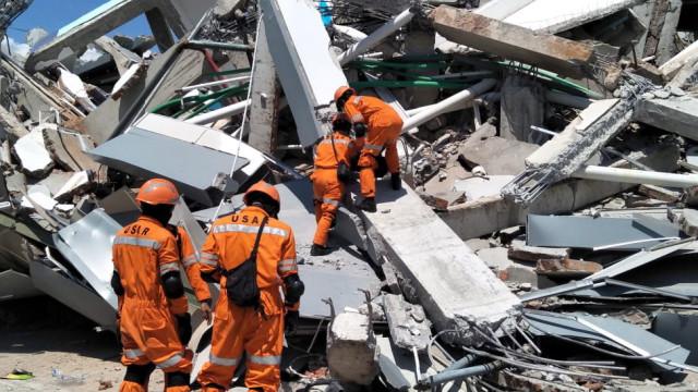 Número de mortos de sismos e tsunami na Indonésia sobe para 844