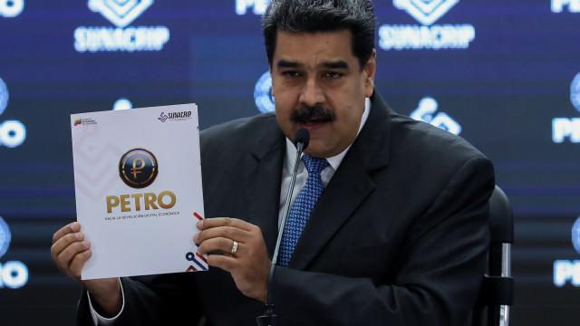 Nicolás Maduro ordena pagamentos de gasolina e petróleo em criptomoeda