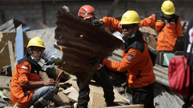 Pelo menos 34 estudantes morreram dentro de igreja após sismo e tsunami