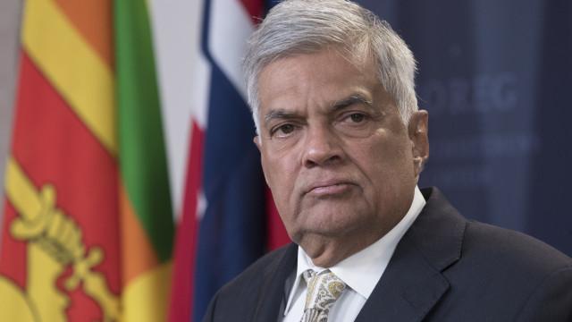 Sri Lanka: Primeiro-ministro destituído recusa-se a abandonar residência