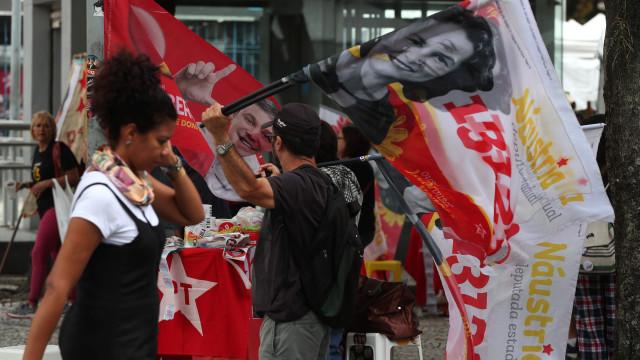 Brasileiros na Alemanha viajam várias horas para poder votar