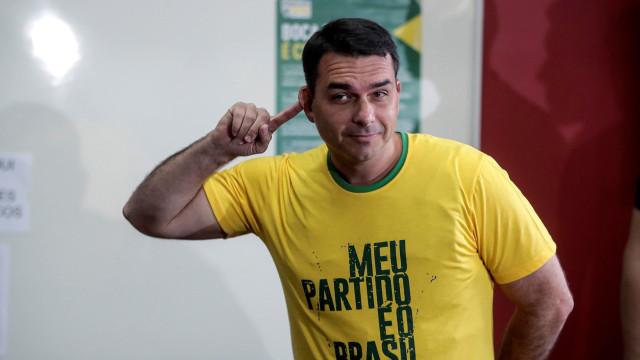 Movimentações suspeitas têm a ver com apartamento, diz filho de Bolsonaro