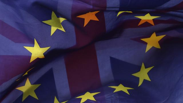 Governo britânico delibera hoje sobre rascunho de acordo para o Brexit