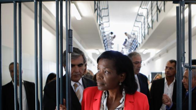 """Ministra assegura que """"não há sobrelotação das cadeias"""" em Portugal"""