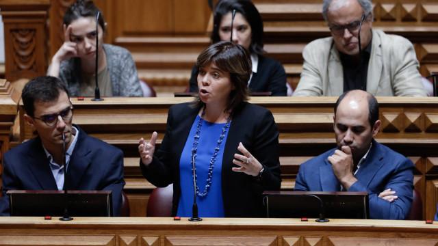 Bloco pede revogação dos vistos gold, Costa disponível para analisar
