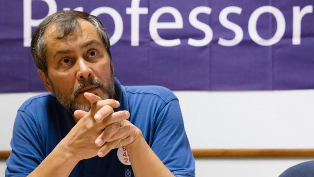 Professores remarcam greve e estendem-na até ao final do ano letivo